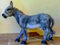Ceramisch cijfer van een ezel stock afbeelding