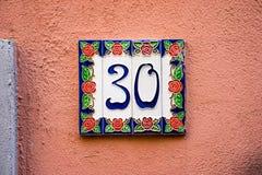 Ceramisch huisnummer 30 Stock Afbeeldingen