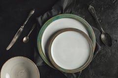 Ceramisch platen en tafelzilver Royalty-vrije Stock Fotografie
