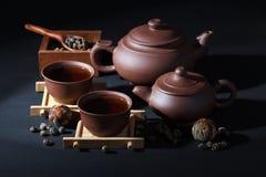 Ceramisch theestel met groene thee Stock Fotografie
