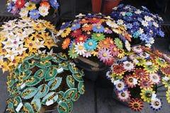 Ceramische bloemboeketten, de Lentefestival stock foto's