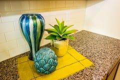 Ceramische Decorateurpunten op Moderne Keukenteller stock foto