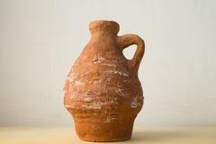 Ceramische die waterkruik door een jong geitje wordt gemaakt Royalty-vrije Stock Foto