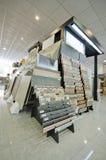 Ceramische en tegelstribune in opslag klaar voor verkoop Royalty-vrije Stock Afbeeldingen