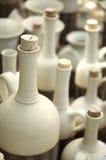 Ceramische flessen met cork Stock Afbeeldingen