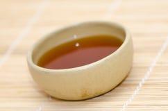 Ceramische kom met Indische zwarte thee royalty-vrije stock afbeelding