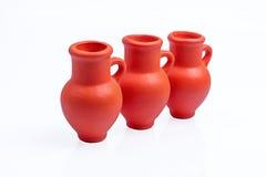Ceramische Kruiken op witte achtergrond Stock Foto's