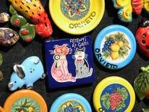 Ceramische met de hand gemaakte herinneringen, magneten, plaat, herinneringswinkel Orvieto, Italië, 30 Augustus 2013 Royalty-vrije Stock Afbeelding