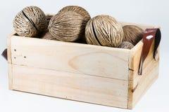 Cerbera-odollam s Samen, Pong-pong Samen im Korb Lizenzfreie Stockfotos