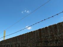 Cerca 3 del alambre de púas Imagen de archivo libre de regalías