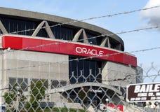 Cerca alrededor de la arena de Oracle en Oakland, California fotografía de archivo