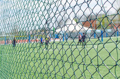 Cerca With Blurred People do esporte Fotografia de Stock Royalty Free