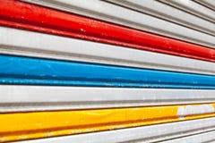 Cerca cinzenta do metal com listras coloridas Imagens de Stock Royalty Free