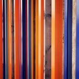 Cerca colorida Bloques de madera repetidos Foto envejecida Imagen de archivo