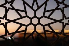 Cerca com um teste padrão floral e estrelas no por do sol Testes padrões e fundos turcos foto de stock royalty free