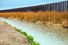 Cerca da beira dos E.U. a México em El Paso foto de stock royalty free