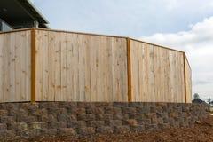 Cerca da madeira do quintal da casa nova Fotografia de Stock Royalty Free