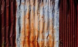 Cerca da parede do zinco Fotos de Stock Royalty Free