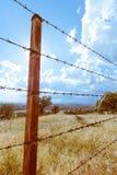 Cerca de alambre oxidada Imagenes de archivo