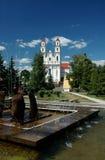 Cerca de iglesia católica. Foto de archivo