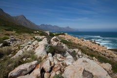 Cerca de la bahía de Gordons, Suráfrica imagen de archivo