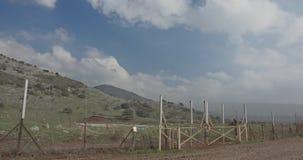 Cerca de la frontera entre Israel y Líbano alambre de púas y cerca electrónica