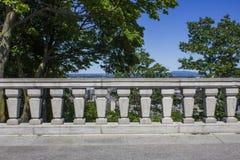 Cerca de la piedra del belvedere de Montreal Imagen de archivo