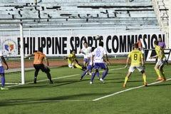 Cerca de la red - Kaya contra sementales - el fútbol de Manila unió la liga Filipinas Imagen de archivo libre de regalías