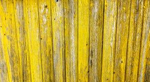 Cerca de madeira amarela do fundo que empalidece Imagem de Stock Royalty Free