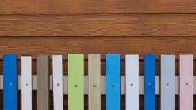 Cerca de madeira colorida Imagens de Stock Royalty Free