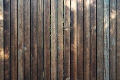 Cerca de madeira com pranchas verticais, estilo retro Imagem de Stock