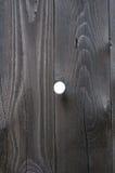 Cerca de madeira com um furo Imagens de Stock Royalty Free