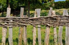 Cerca de madeira da vila Fotografia de Stock Royalty Free