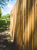 Cerca de madeira em uma explora??o agr?cola imagem de stock royalty free