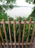 Cerca de madeira, estilo desigual natural Fotos de Stock Royalty Free
