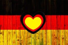 Cerca de madera alemana Heart de Europa del país del símbolo de la bandera de Alemania de la materia textil patriótica nacional d Fotografía de archivo