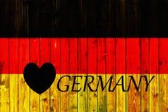 Cerca de madera alemana Heart de Europa del país del símbolo de la bandera de Alemania de la materia textil patriótica nacional d Foto de archivo libre de regalías