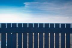 Cerca de madera azul Imagen de archivo