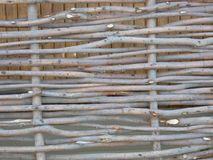 Cerca de madera del zarzo imagenes de archivo
