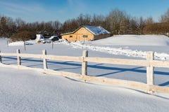 Cerca de madera en granja rural Fotos de archivo libres de regalías