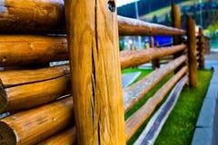 Cerca de madera en las montañas Foto de archivo