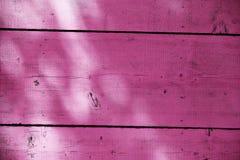 Cerca de madera magenta Fotos de archivo libres de regalías