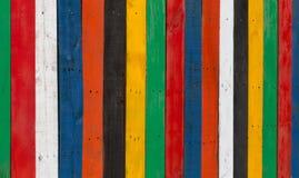 Cerca de madera pelada multicolora imágenes de archivo libres de regalías