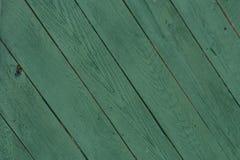 Cerca de madera verde oscuro Background con los paneles diagonales imagen de archivo