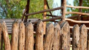 Cerca de madera, vieja construcción tradicional de la cerca almacen de video