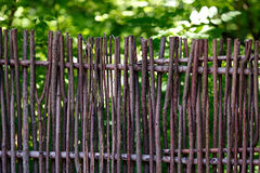 Cerca de mimbre en el jardín Fotografía de archivo libre de regalías
