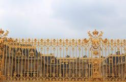 Cerca de oro en el palacio de Versalles foto de archivo libre de regalías