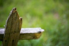 Cerca de piquete de madeira quebrada Fotografia de Stock