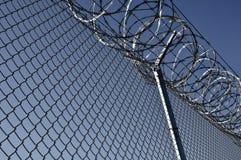 Cerca de segurança da prisão Fotografia de Stock Royalty Free