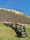 Cerca de trilho rachado de pedra do parque estadual da montanha imagem de stock